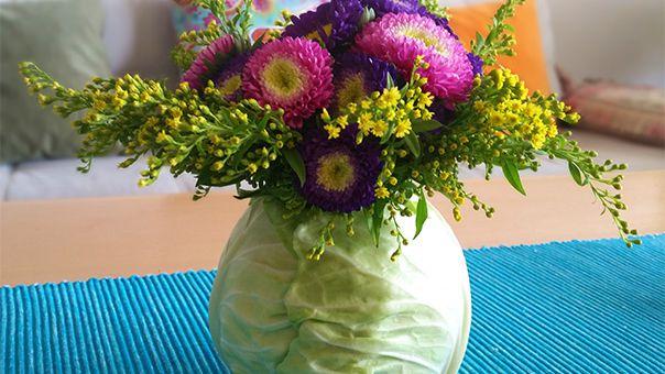 זר פרחים בתוך כרוב - לקראת שבועות