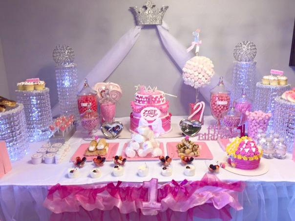 זואי חוגגת שנה כמו נסיכה - שולחן הקינוחים