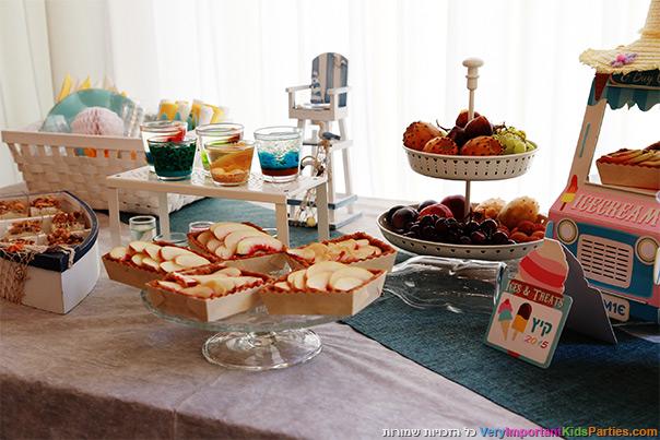שולחן מעוצב למסיבת קיץ