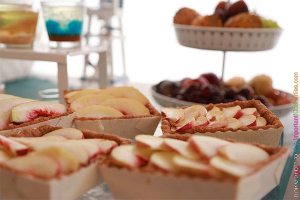טארטלטים של פירות קיץ עם קרם פטיסייר