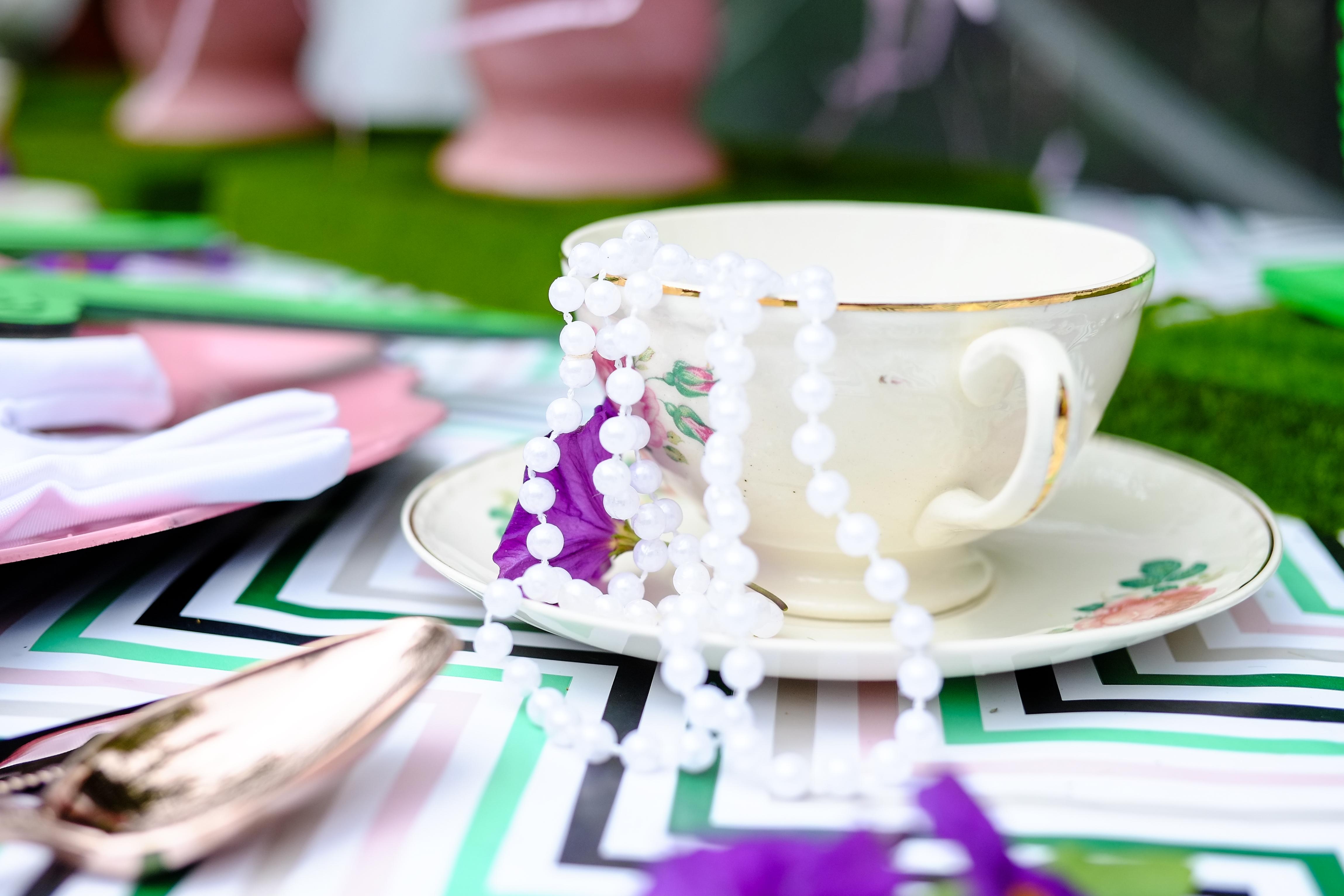 מסיבת תה ועוגיות לנסיכים ונסיכות