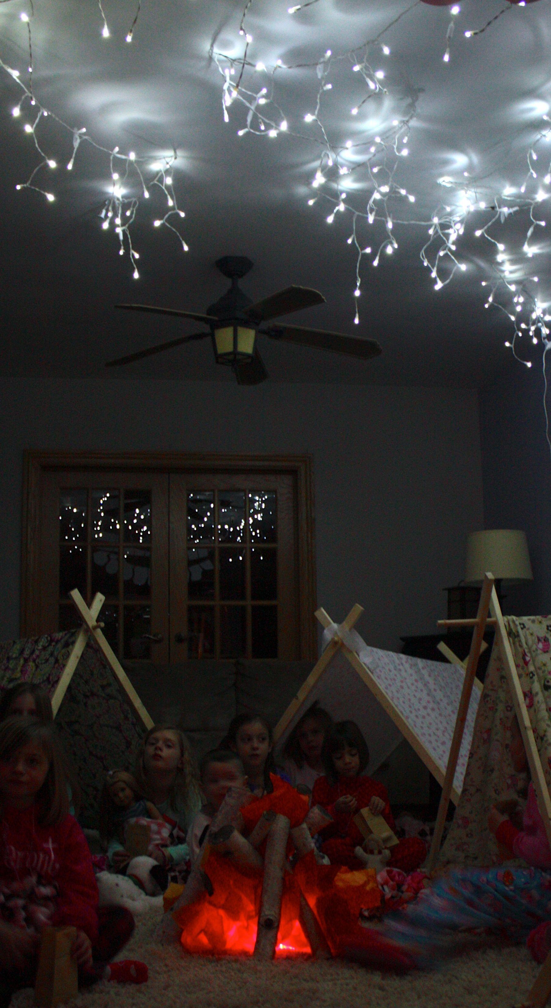 קמפינג ביתי עם כוכבים ומדורה