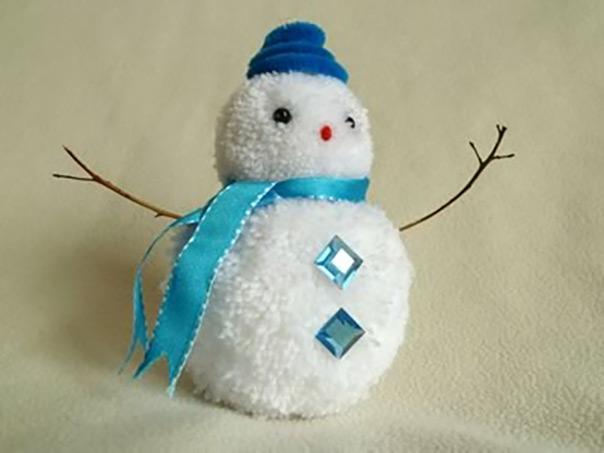 רוצה לבנות איש שלג? יצירה מפונפונים