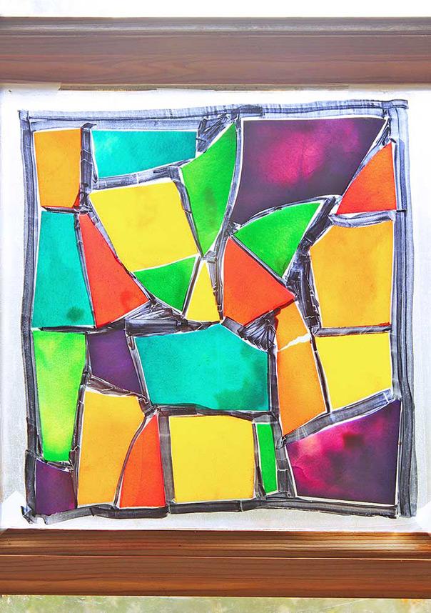 זכוכית צבועה