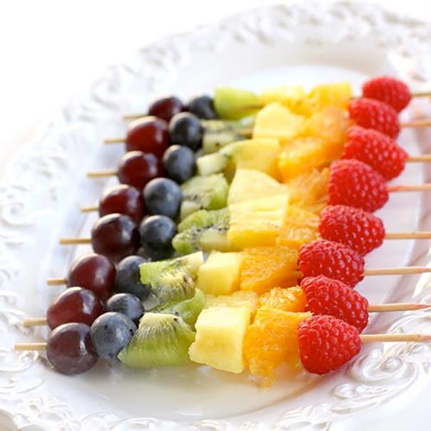 שיפודי פירות בכל צבעי הקשת