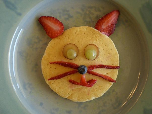 יום החתול פנקייק עם פירות