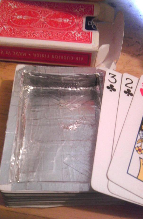 חדר בריחה ביתי - מחבוא בקופסאת קלפים