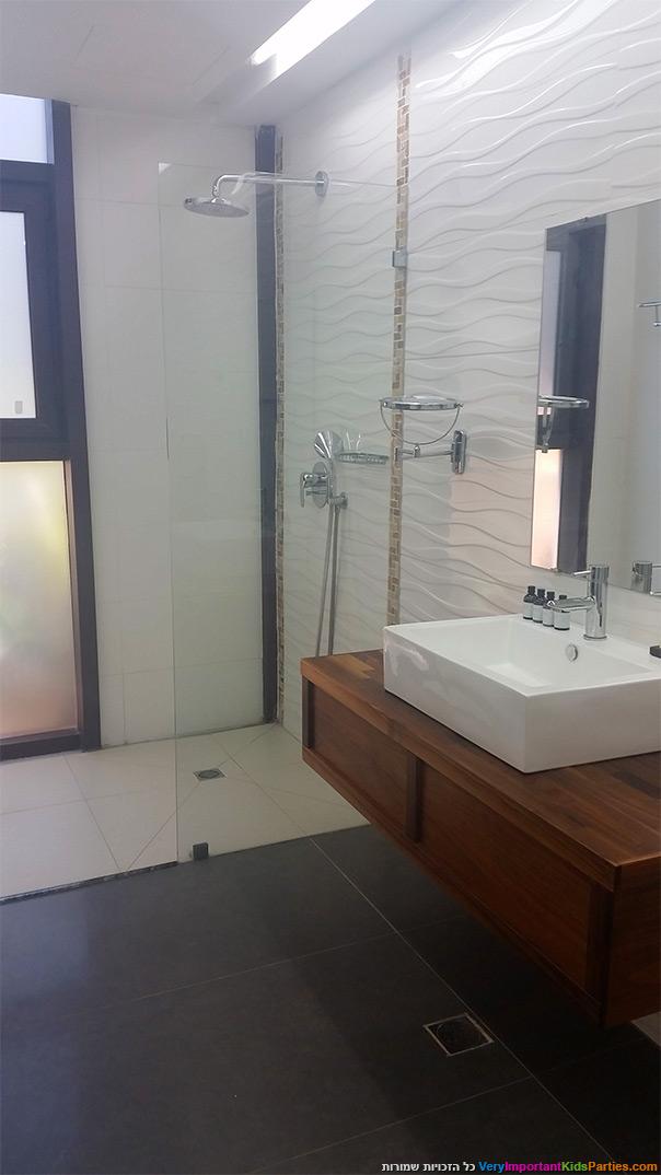 אוליב אקוודוקט - מקלחת מודרנית