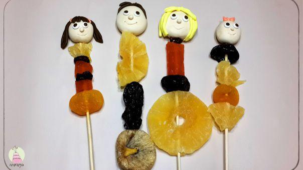 שיפודי פירות משפחתיים - יצירה בבצק סוכר