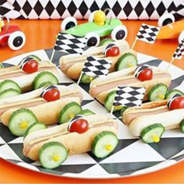 כריך עם ירקות בצורת מכונית מרוץ