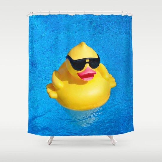 ברווזון גומי צהוב בבריכה