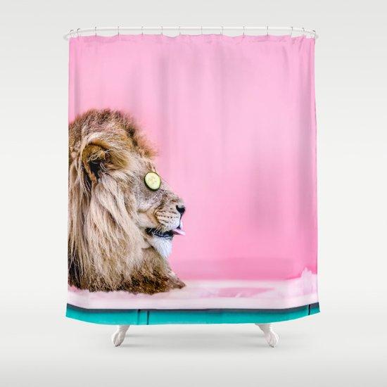 אריה באמבט - וילון רחצה מפתיע